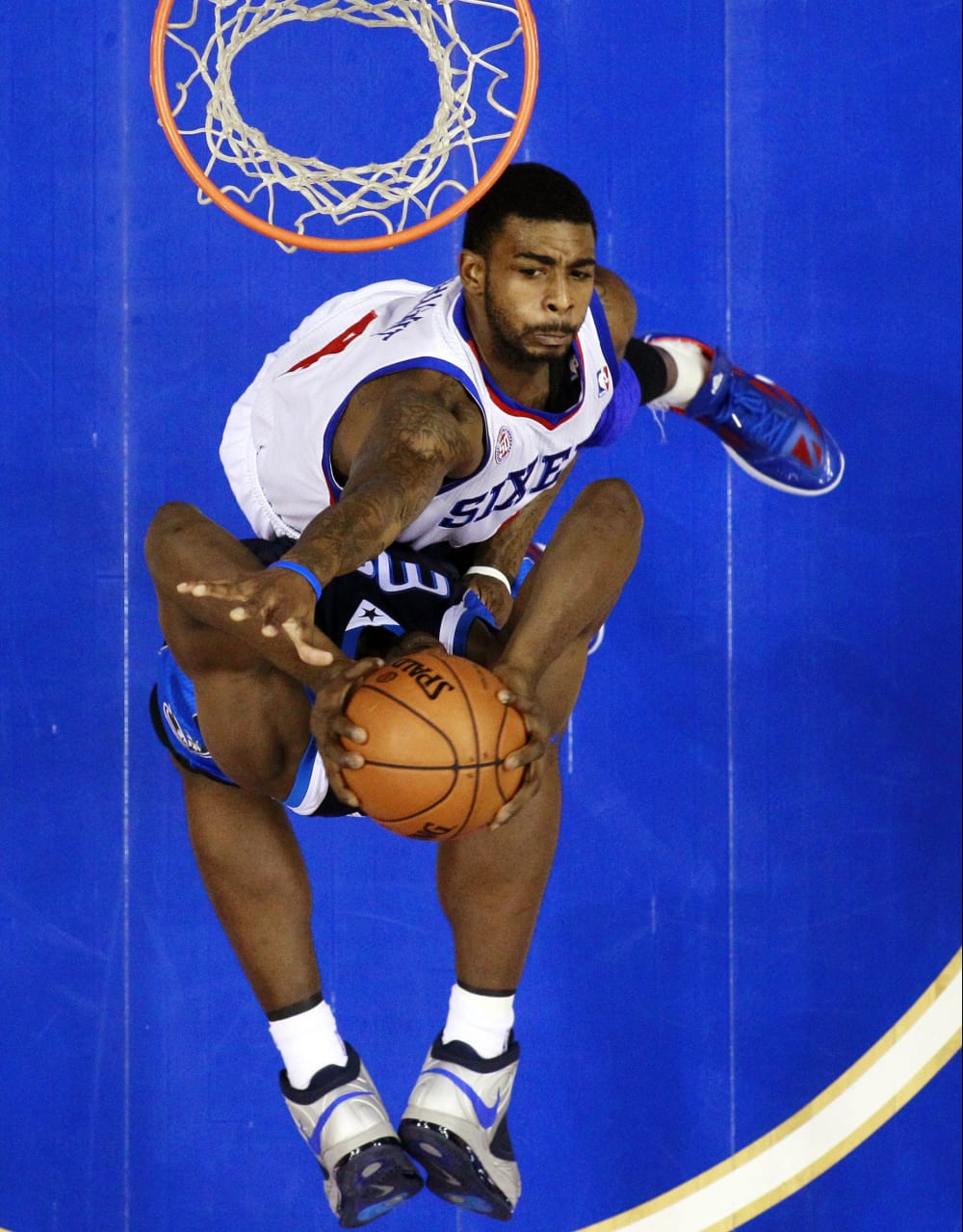 Dallas Mavericks' Elton Brand, bottom, goes up for a shot as Philadelphia 76ers' Dorell Wright defends in the first half of an NBA basketball game, Tuesday, Nov. 27, 2012, in Philadelphia. Philadelphia won 100-98. (AP Photo/Matt Slocum)