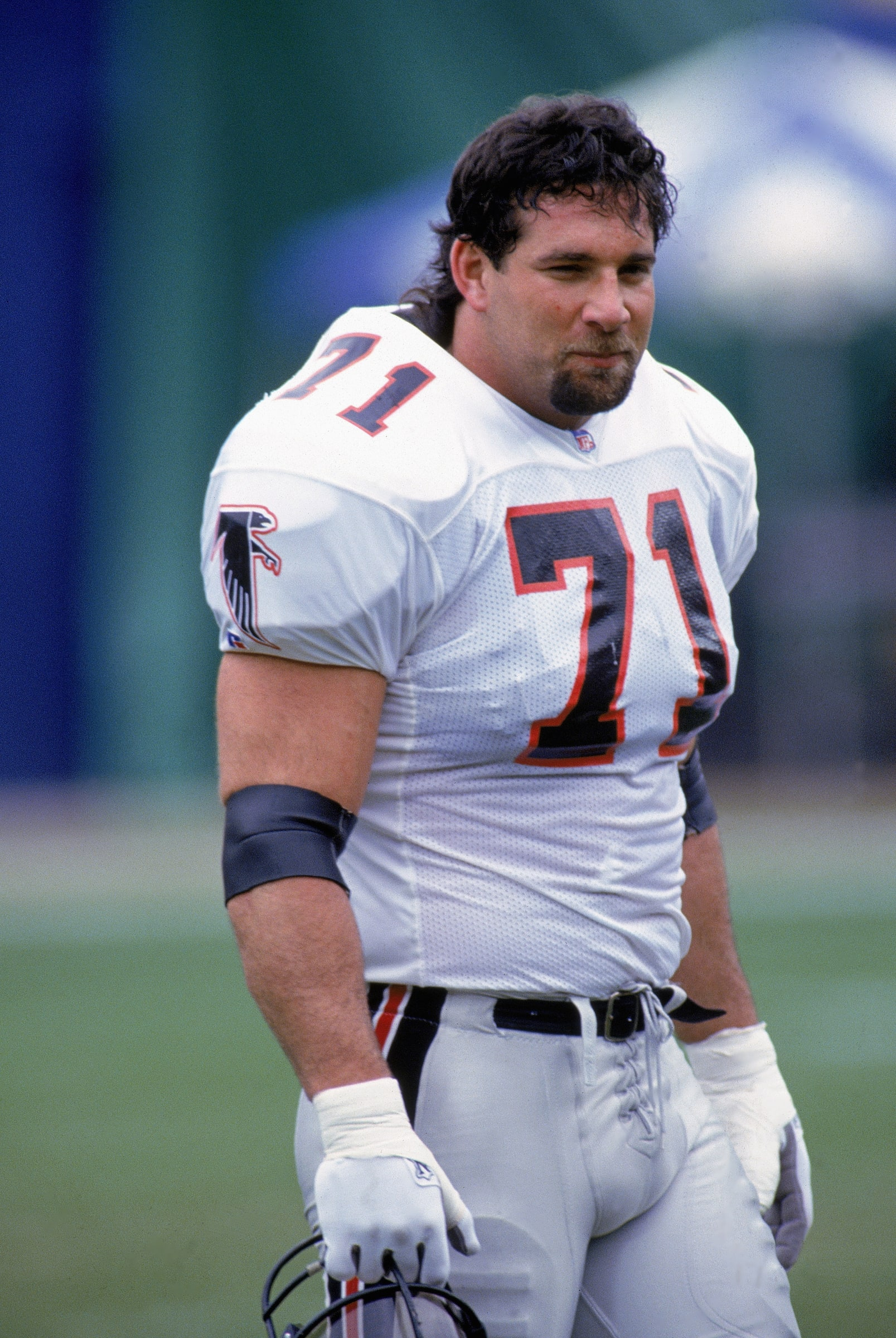 DECEMBER 27: Bill Goldberg #71 of the Atlanta Falcons looks on during the NFL game against the Los Angeles Rams on December 27, 1992. Bill Goldberg made a transition from the NFL to a wrestling star after an abdominal injury forced him to retire from football. (Photo by Stephen Dunn/Getty Images)